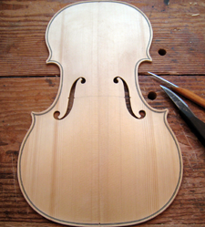 alto with f-holes cut